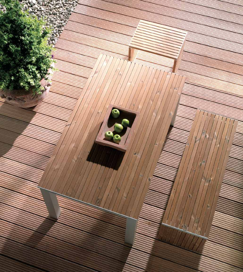 Terrassendielen aus Holz mit Sitzecke   Holz Kolm in Tüßling